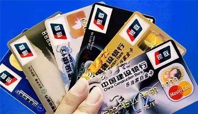 银行借记卡上的不定期存款有利息吗,每家银行借记卡的利率