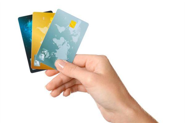 信用卡冻结还收年费吗